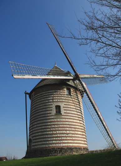 vue plongeante du moulin de beuvry 62660