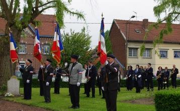 harmonies et drapeaux square des martyrs Beuvry