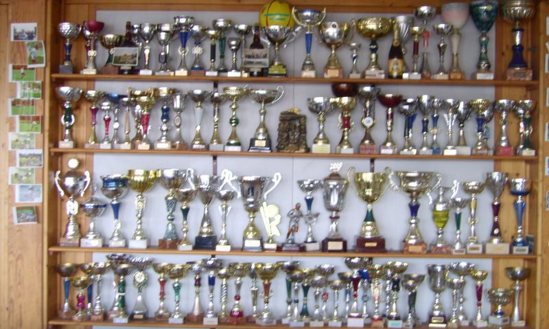 photo de la vitrine du club de foot de Beuvry