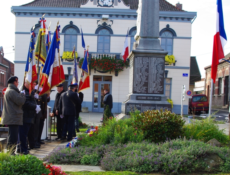 11 novembre 2009 monument aux morts Beuvry.jpg