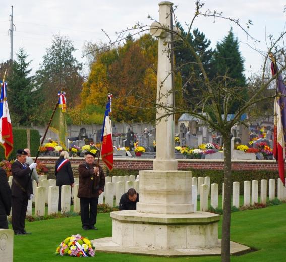 cimetière militaire centre 11 11 2009.jpg