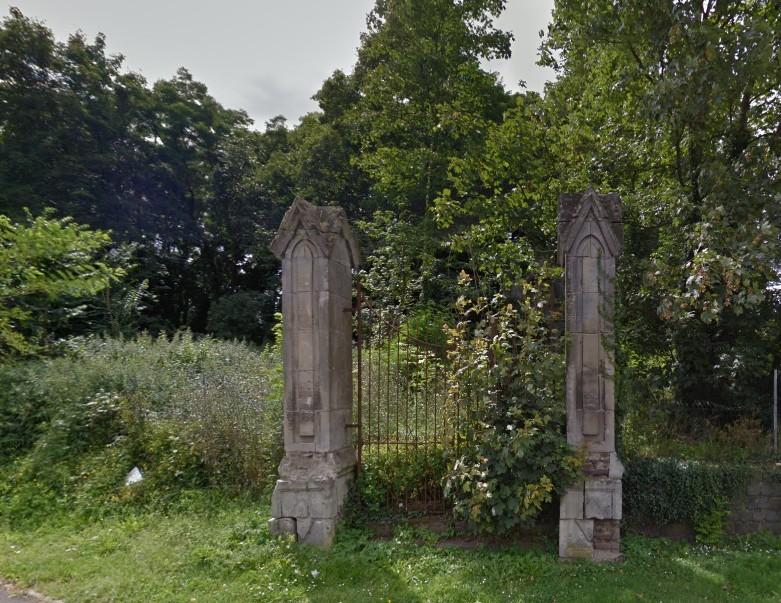chapelle-gosse-de-gorre-sous-la-vegetation dans Immanquable