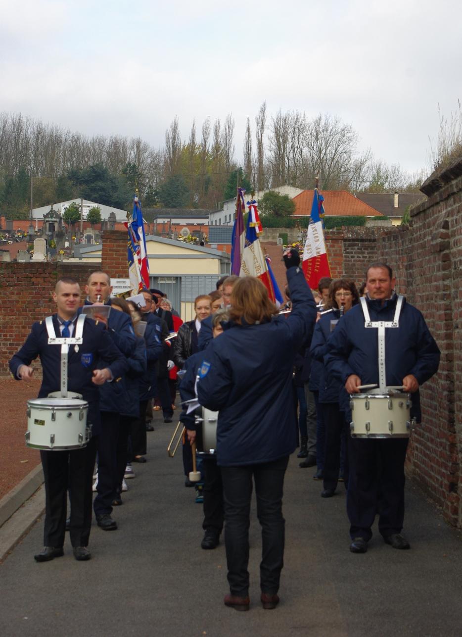 L'harmonie de Beuvry toujours très active ! dans Harmonie de Beuvry sortie-du-cimetiere-anglais
